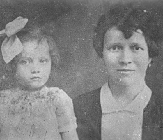 Ibi Ginsburg (left) photographed with her mother in the early 1930s. (c) HSFA.