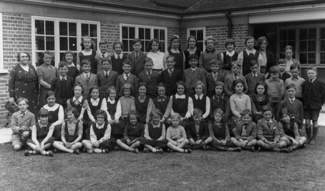 Students at Mile End Senior School, Rickmandsworth, 1940 including Czech Jewish refugee Trude Silman. Image (c) HSFA / the Silman family
